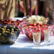 Tres salsas que no pueden faltar en tu evento